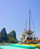 Vietnamský loď na halong bay, vietnam — Stock fotografie