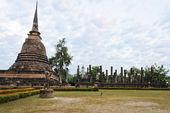 Sukhothai historický park za úsvitu, thajsko — Stock fotografie