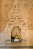 Burmese Buddha statue — Stock Photo