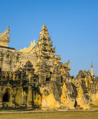 Burmese ancient temple — Stock Photo
