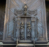 Burmese wood carving door — 图库照片