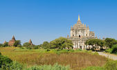 Thatbyinnyu tempel — Stockfoto