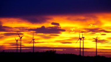 Wind turbine sunset — Stock Video