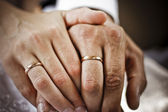 Wedding rings and hands — Stock Photo