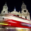 Red bus passing St- Paul's cathedral — Stock Photo