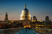 St. Paul's cathedral at twilight — Stock Photo