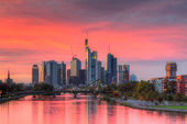 Dramatic sunset over the skyline of Frankfurt — Stock Photo