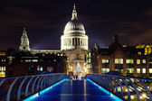 Illuminated St. Pauls Cathedral — Stock Photo