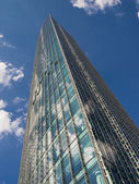 High Rise Building Skyper with reflecting clouds — Stock Photo
