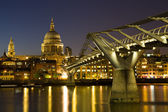St. Paul's cathedral during the blue hour — Stock Photo