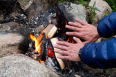 Hands at campfire — Stock Photo