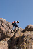 Mountaineer  looking down — Foto Stock