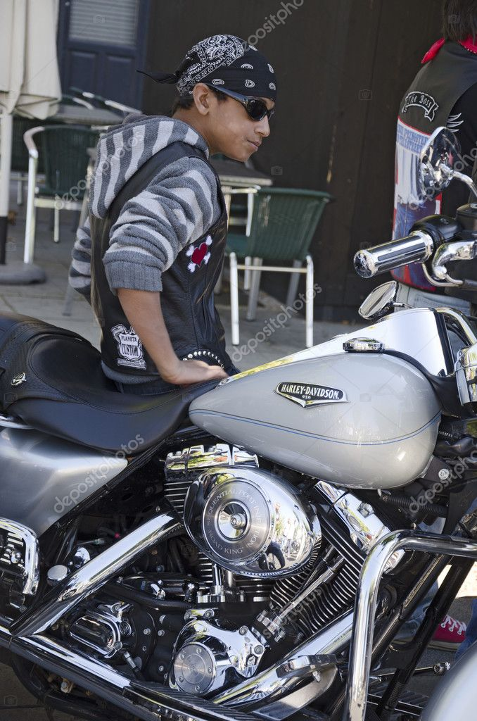 A young man sitting on his Harley Davidson motorcycle during concentration at the celebration of the fair and festivities of the Virgin of St. Lawrence (Virgen de Sa — Stock Photo #12660831
