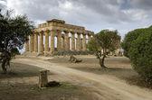 Fontein en griekse tempel — Stockfoto