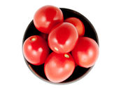 Pomodori rossi su un piatto, isolato sfondo — Foto Stock