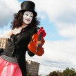 Mime playing the violin — Stock Photo