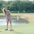 Full length view of 5 year old girl swinging golf club. — Lizenzfreies Foto