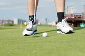 Golf ball on green grass prepare for putting — Stock Photo