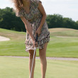 Full length view of 5 year old girl swinging golf club. — Foto Stock