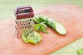 Legumes e ralador — Fotografia Stock