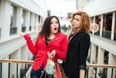 Three beautiful girls with shopping — Stockfoto