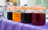 разноцветные банки с краской — Стоковое фото