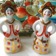 Porcelain figurines two girls with golden crowns — Stockfoto #32178003