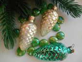 Weihnachten dekoration tanne und kiefer kegel — Stockfoto