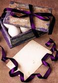 Vintage kort med låda med påskägg — Stockfoto