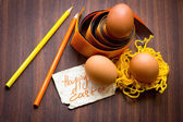 яйцо пасхальное с красочным ленты как гнездо — Стоковое фото