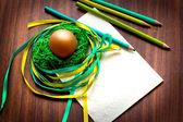 Huevo de pascua con lápices — Foto de Stock