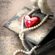 Two pigeons and red heart as symbol of love — Stockfoto