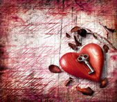 Key with the heart as a symbol of love — Fotografia Stock