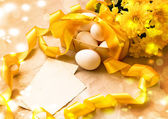 Easter background with Easter eggs with spring flowers — Stock Photo