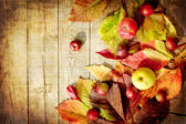 Vintage Autumn border from apples and fallen leaves on old wooden table — 图库照片