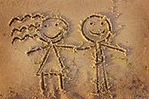 Niño y niña dibujado en la arena — Foto de Stock