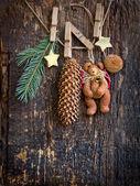 Kerstdecoratie met teddybeer en hobbel — Stockfoto