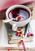 Rosehip tea on old books — 图库照片