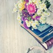 Books, flowers and key — Lizenzfreies Foto