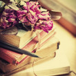 Dry roses on old books — Lizenzfreies Foto