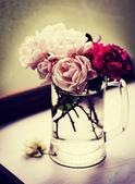 Rosas em um vaso — Foto Stock