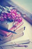 Dry roses on old books — 图库照片