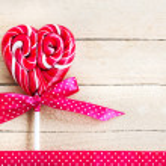 Red heart-shaped lollipop — Stock Photo
