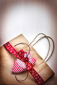 Valentine's gift bag with red ribbon and hearts — Foto de Stock