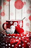 Valentine's cup of tea and little hearts — Stock Photo