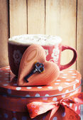 Valentine's cup of tea, heart and key — Stock fotografie
