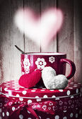 Valentine's cup of tea and little hearts — 图库照片