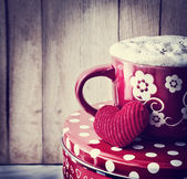 Valentine's cup of tea and little heart — 图库照片