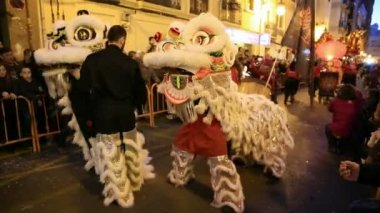 VALENCIA - FEBRUARY 2: Several unidentified Valencia's Confucio college students participate in Chinese new year celebrations in Valencia on February 2, 2013 in Valencia, Spain — Stock Video