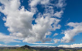 Blue sky with cloud and mountains — Stock Photo